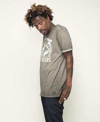 Viste cómodo con la Sensi Seeds Oil Dyed Logo T-Shirt