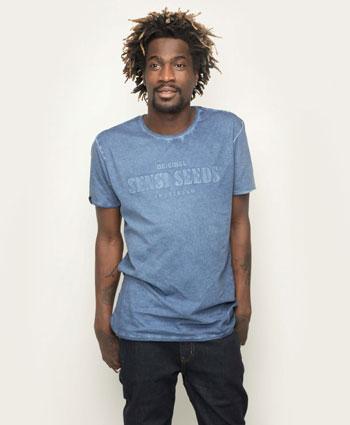 Relax met het Sensi Seeds Oil Dyed Bold T-Shirt